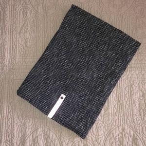 Lululemon Vinyasa Scarf - Black/Grey